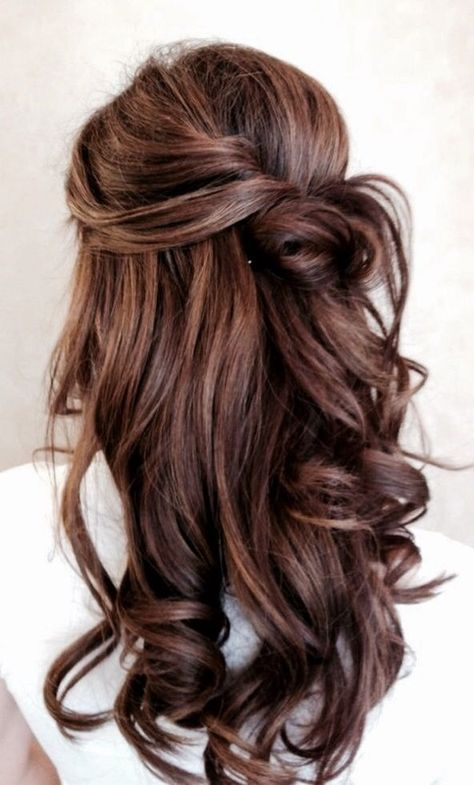a twisted half updo with curls is a chic idea for a casual and cute look