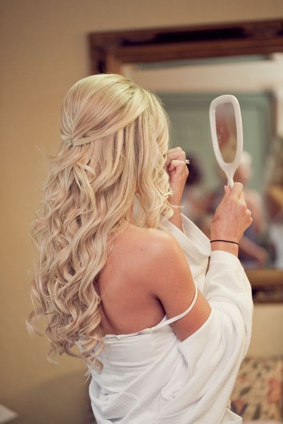 long wavy half updo looks timelessly chic and extremely beautiful, no need for accessories