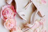 01 This Malibu wedding was filled with pink and blush blooms and various cute pink details