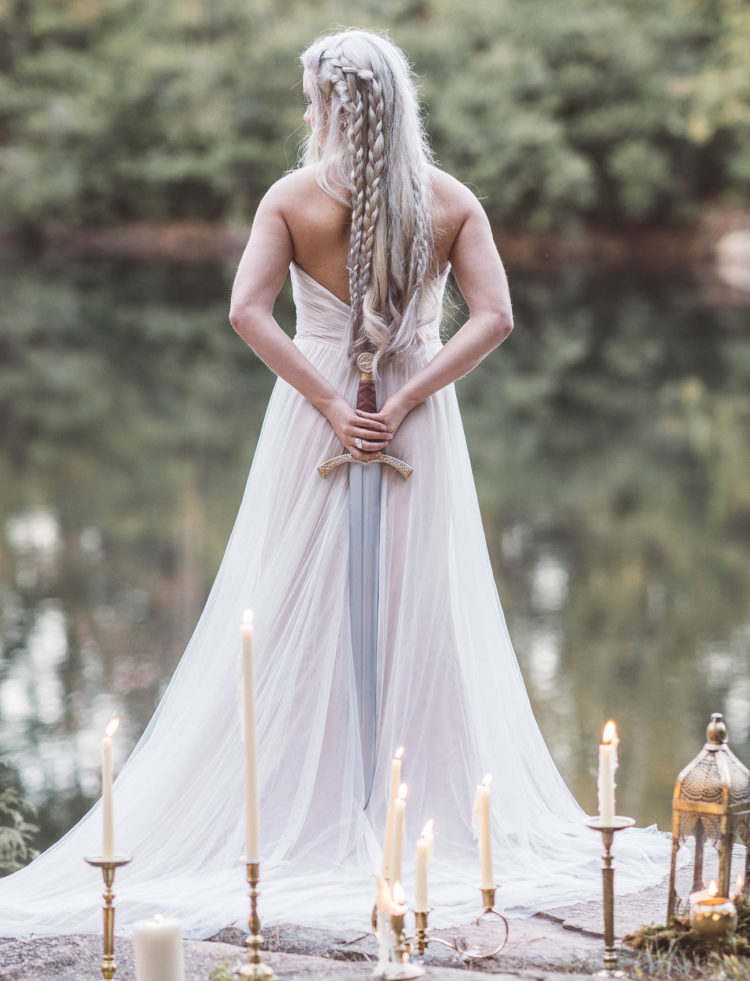 The bride was wearing a blush wedding dress that reminded of Danny's gown at the ceremony with khal