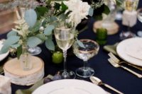 02 a navy tablecloth and gold cutlery create an elegant look, and lush greenery and blooms add a messy casual feel