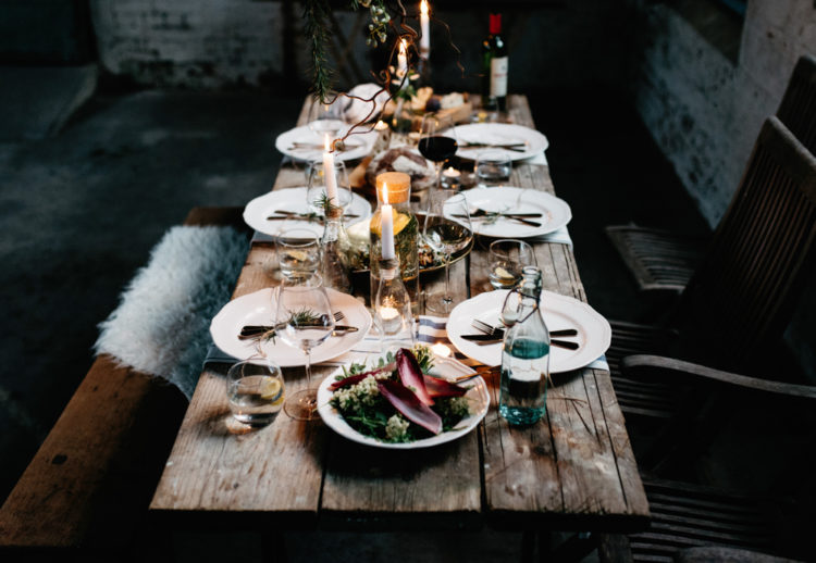 The table was styled in a very simple way, with a rustic table and candles - nothing else was needed