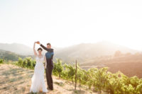 09 The wedding was a vineyard one, with natural chic and tranquility