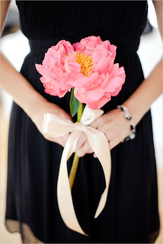 a single pink bloom with a neutral ribbon bow is a chic idea for a black and pink wedding