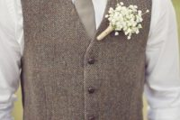 14 tan pants, a white shirt, a grey tie and a brown waistcoat