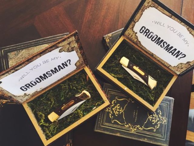 a box with moss and a knife is a great idea for a woodland wedding