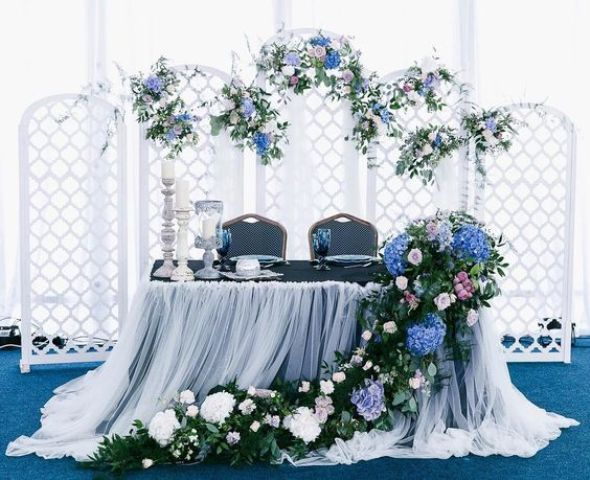 a cool folding screen with lilac, blush and blue blooms and greenery