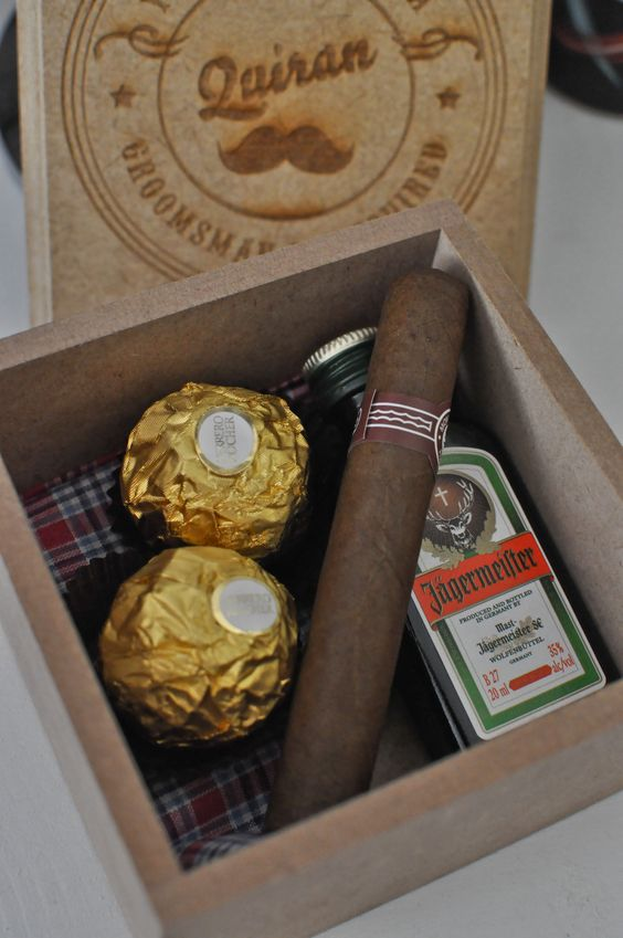 a small box with chocolate, a cigar and a mini bottle of alcohol for a rustic inspired wedding
