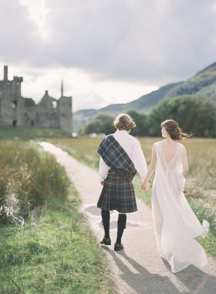 This Scottish elopement in the castle ruins is so breathtaking and perfectly styled that it looks like a wedding shoot