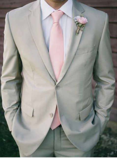 a groom's look with a dove grey suit, a light pink tie and a matching boutonniere