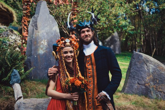 They were both wearing horns and were dressed in the shaddes of orange and red