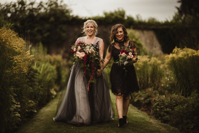 The bridesmaids were wearign mismatching black dresses and chic shoes