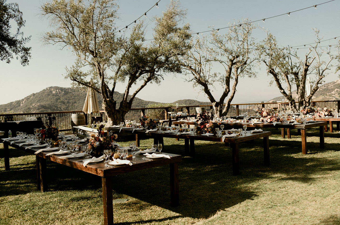 The venue strongly reminded of Tuscany with its trees, and the couple loved it
