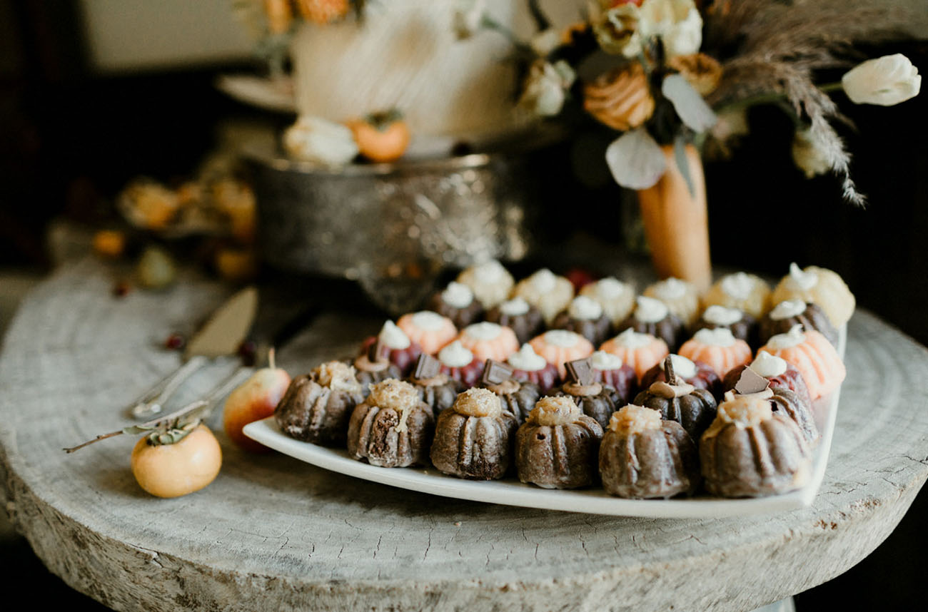 There were also mini bundt cakes served together with the wedding cake