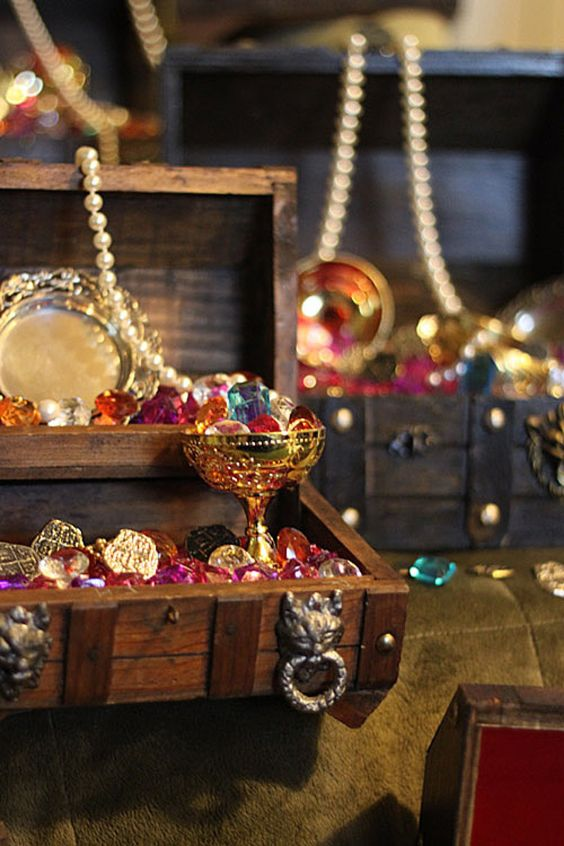 a simple treasure chest centerpiece can be DIYed of some bold rhinestones, pearls and faux gold goblets