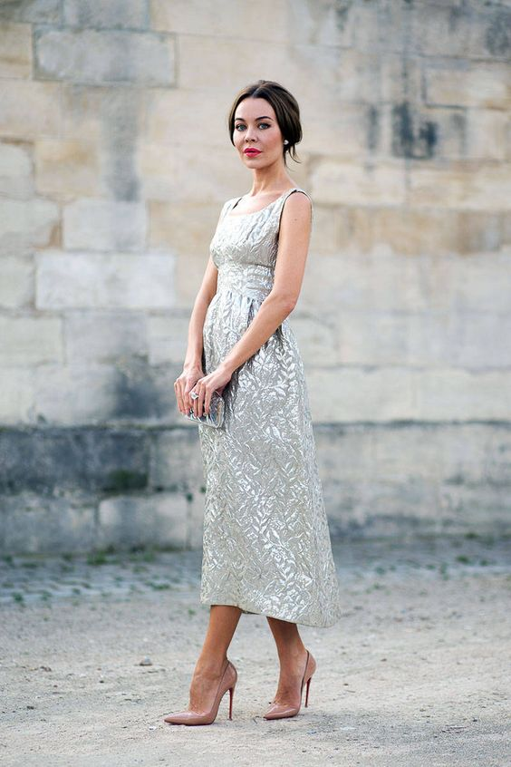 a sleeveless midi dress in silver grey with a print and a scoop neckline, a little silver clutch and dusty pink shoes