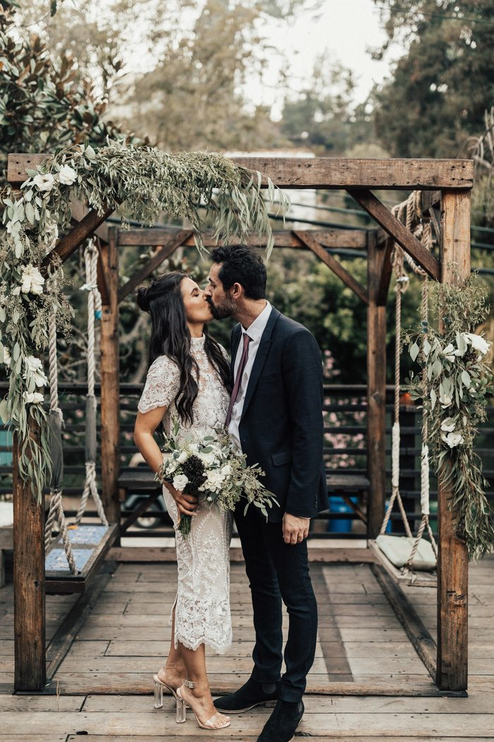 This couple went for a casual wedding with modern and organic vibes and a cozy and homey ambience