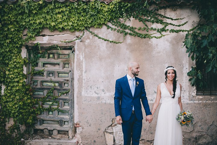 This relaxed natural and rustic wedding took place in Madrid and was inspired by the gorgeous rural venue