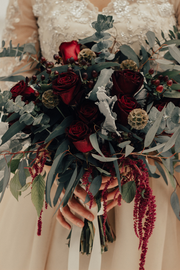 Her bouquet was a lush one, with eucalyptus, red roses and lisianthus, it was moody and very lush