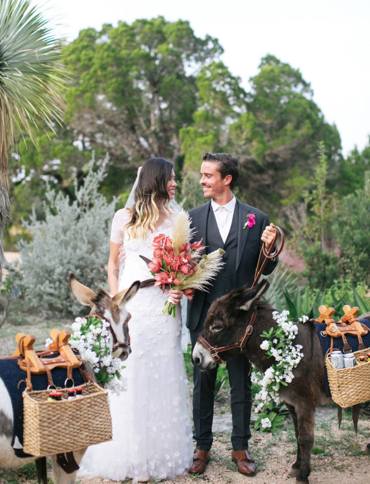 The bride was rocking a sculptural bouquet with pampas grass as she's an architect