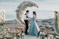 07 a pampas grass crescent moon wedding backdrop looks out of this world and really fantastic
