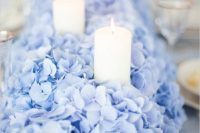 08 a lush blue hydrangea table runner dotted with candles looks very impressive