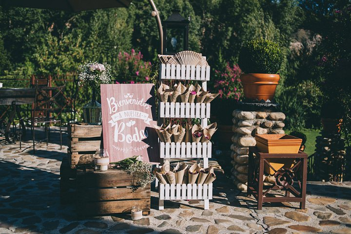 The bride prefered rustic decor, crates, pallets, burlap and other stuff like that