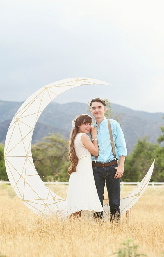 a geometric crescent moon wedding backdrop is a cute and romantic idea, just add some blooms