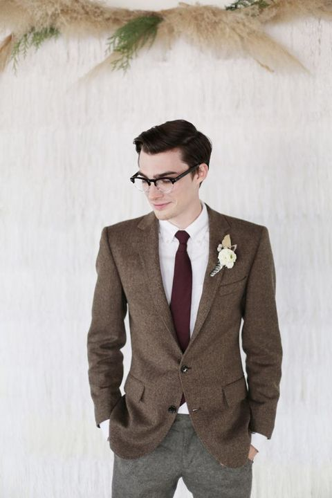 light grey pants, a beige jacket, an ivory shirt plus a burgundy tie for a chic vintage look