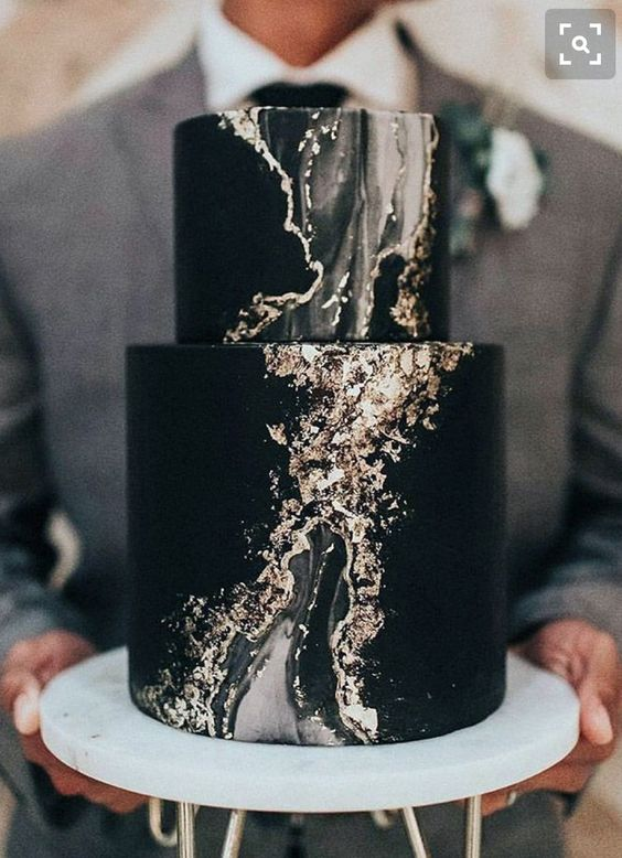 a black agate wedding cake with gold touches is a very hot idea to try