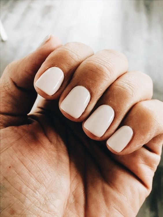 creamy manicure is another great idea of a neutral manicure that looks awesome with tanned skin