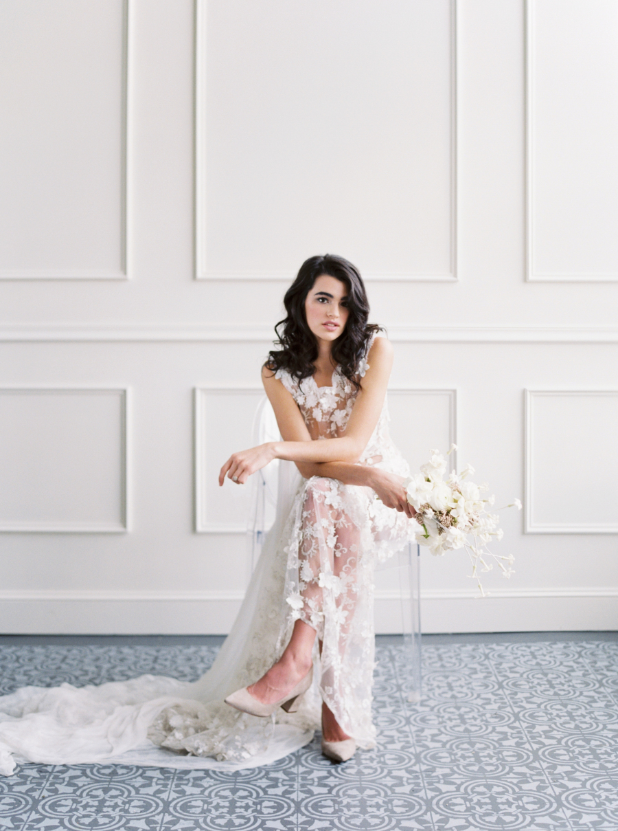 This modern romantic bridal shoot is inspired by spring and blooms and is filled with textures and neutrals