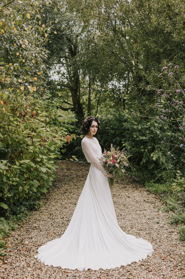 This rural chic wedding shoot in Ireland showed the natural beauty of the region, trendy details and handmade tocuhes