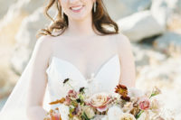 05 The bridal bouquet was one in the shades of peach, mauve, coral, burgundy and blush and looked very delicate