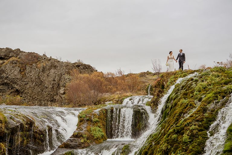 The couple took a walk in the Icelandic landscapes