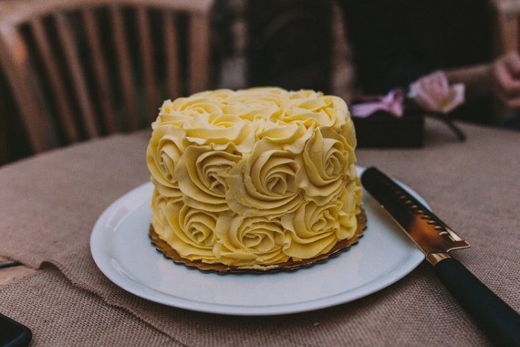 The wedding cake was a buttercream one, covered with yellow roses to embrace the venue