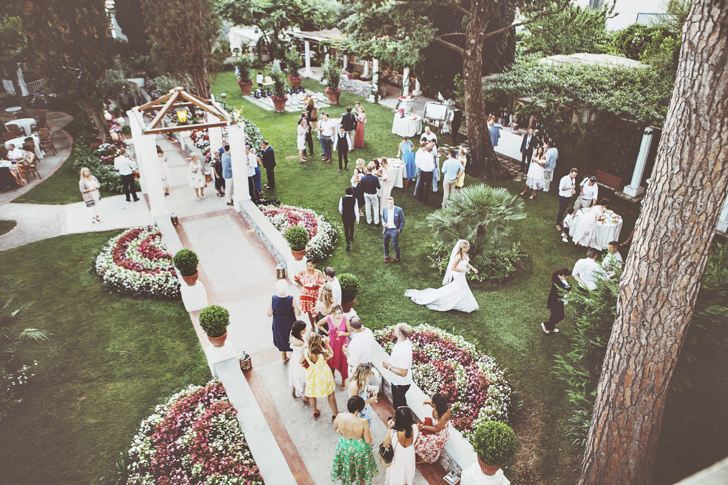 The reception also took place outdoors, in a chic garden of a restaurant