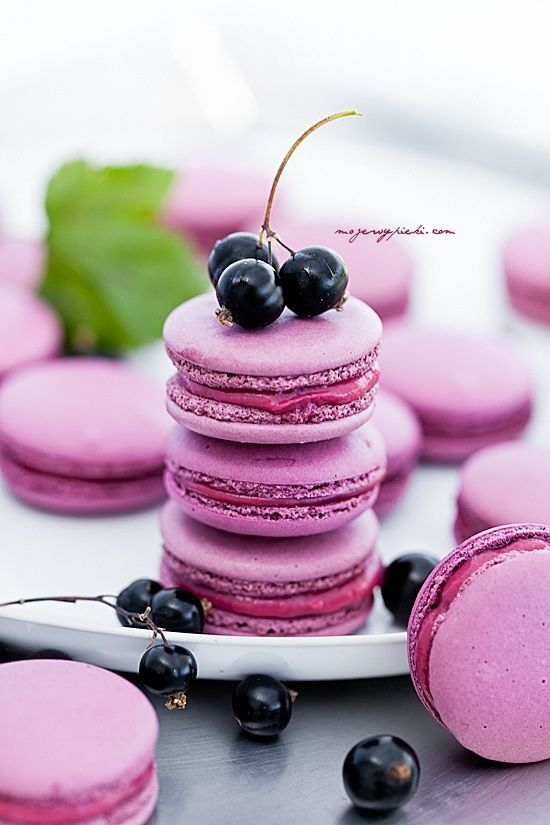 delicious berry-infused macarons are ideal for giving them as favors, everyone loves them