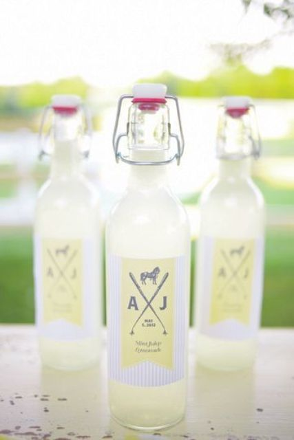 lemonade bottle favors are perfect for a summer wedding to refresh the guests