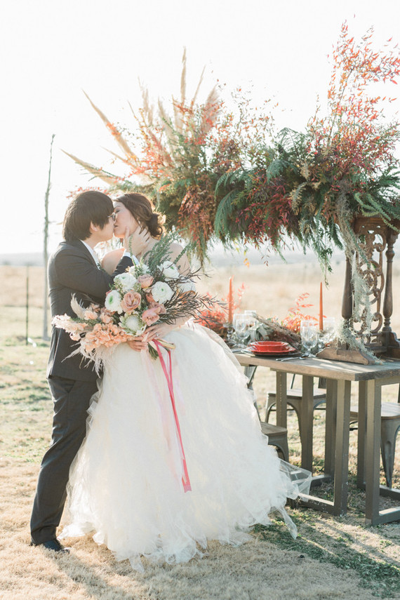 This bold and creative fall wedding shoot incorporated muted tones of the fall Sedona and some bold touches to embrace the season