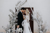01 This gorgeous wedding shoot was done in silvery tones and with boho and rustic touches