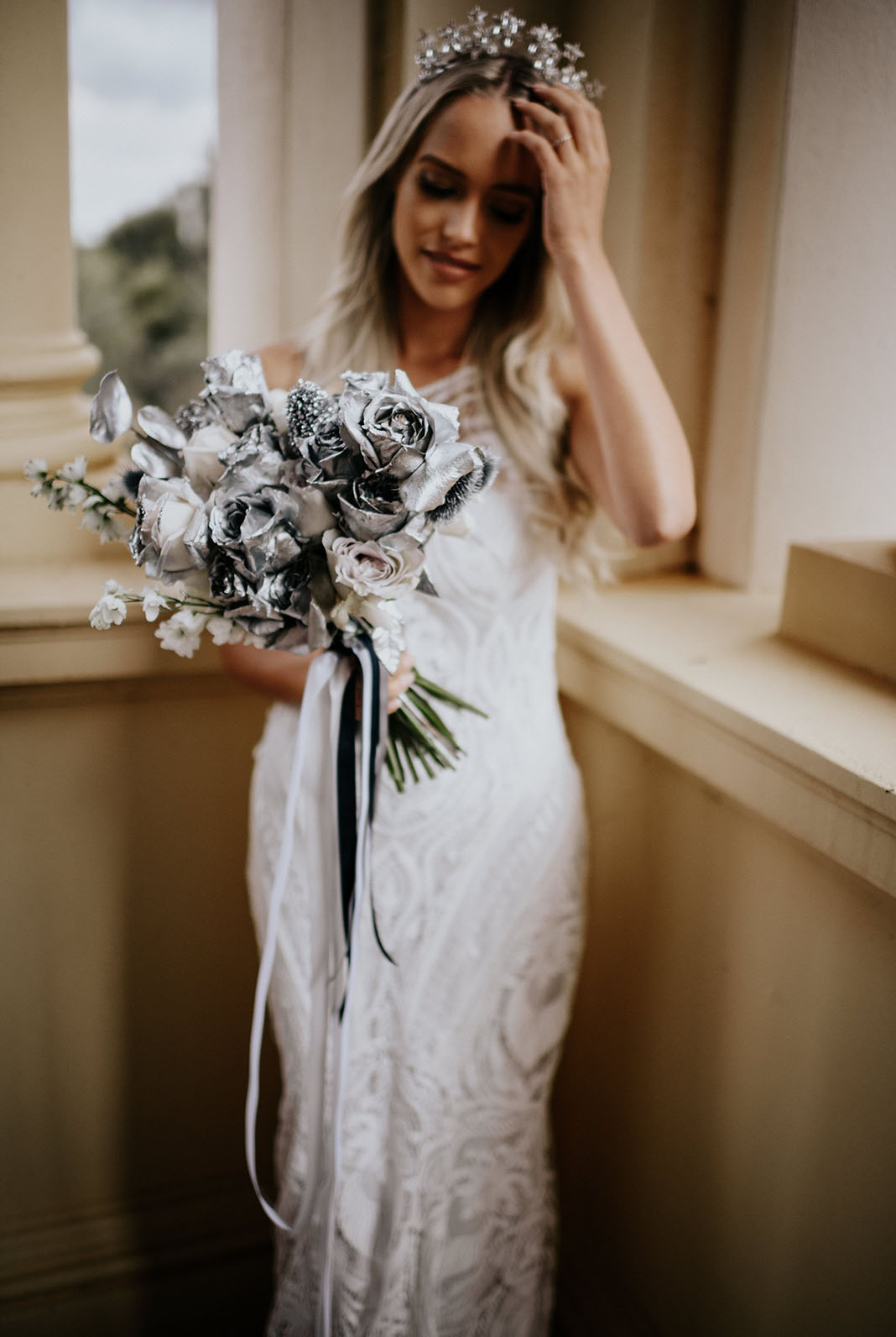 Look at this creative and unique spray painted bridal bouquet, isn't it wow