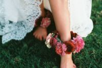 02 a lush and bold floral anklet in burgundy, pink and blush for a boho garden bride
