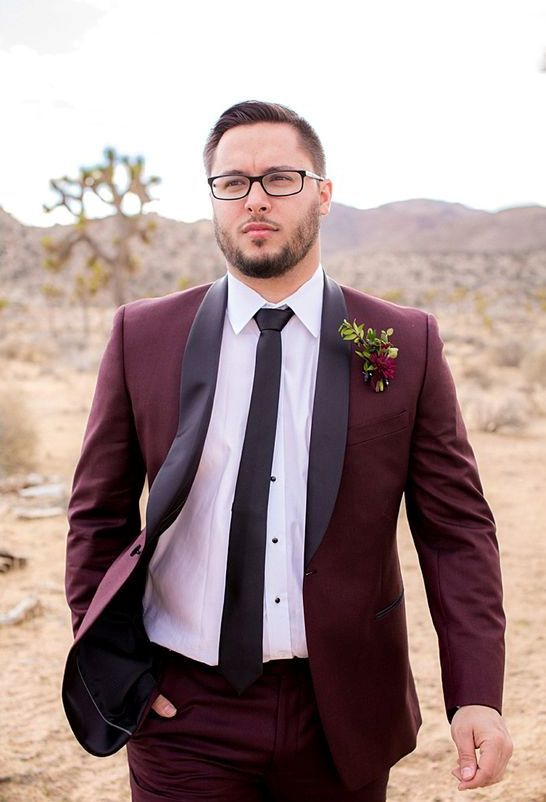 a burgundy groom's suit with black lapels, a black tie and a white shirt for a fall feel