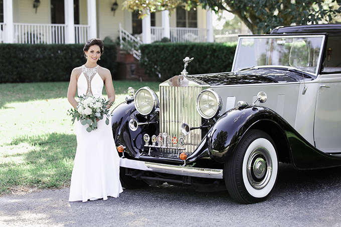 Classic Phantom Rolls Royce was given to the couple for the wedding and it added vintage elegance to the wedding