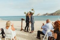 07 The grooms shared love in front of the ocean