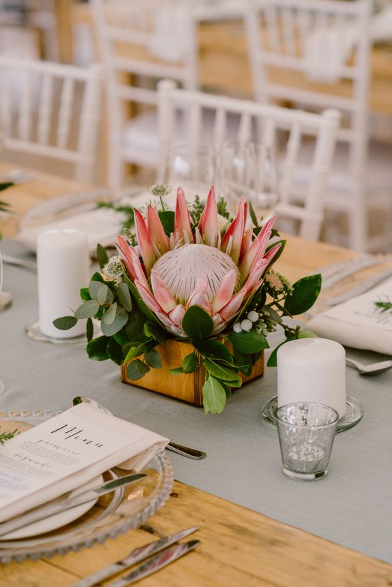 king protea table decor for a wedding