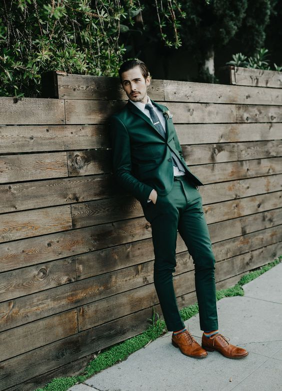 an emerald suit, a black tie and amber-colored shoes guarantee a dapper look
