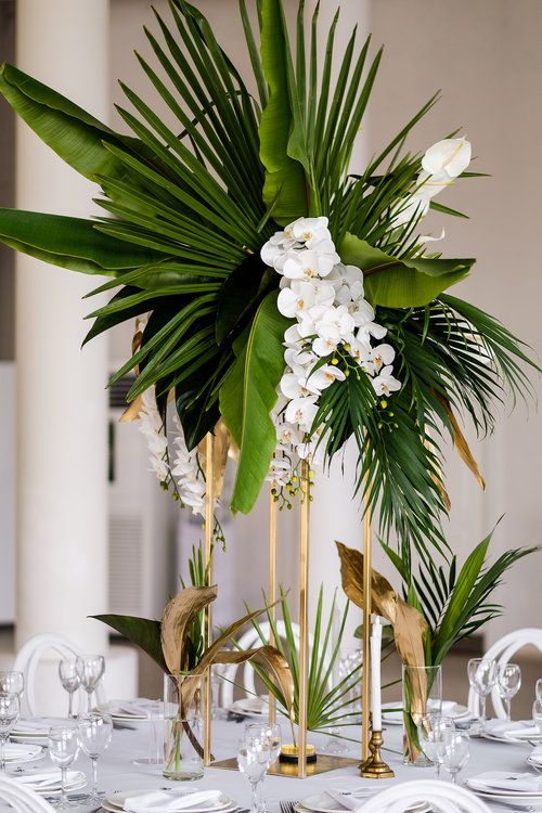 Lush and bold tropical wedding centerpieces weddingomania