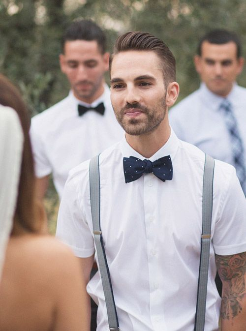 a white shirt with short sleeves with suspenders and a printed bow tie for a summer look